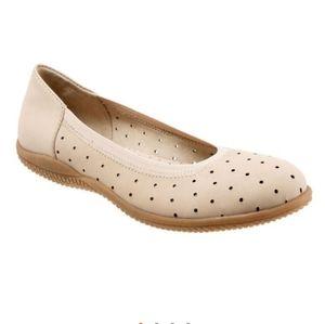 Softwalk slip on shoes
